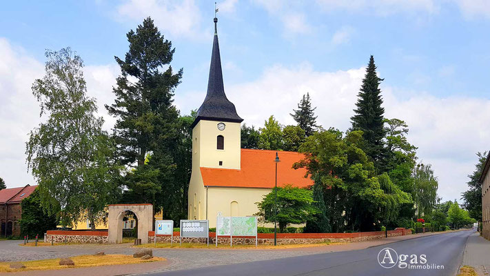 Fredersdorf-Vogelsdorf - Dorfkirche mit Gruftbau für Heinrich v. Podewils