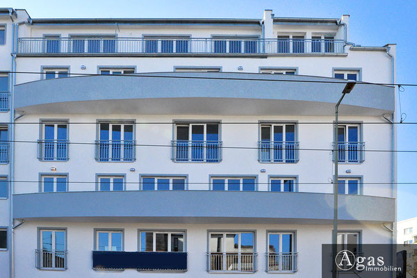 Grünauer Grün - Berlin-Köpenick - Moderne Fassade mit durchgezogenen Balkonen