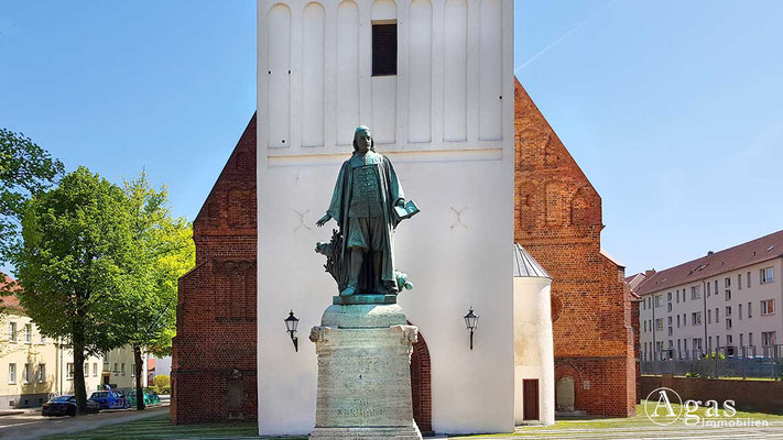 Makler Lübben - Paul-Gerhardt-Denkmal- und Kirche