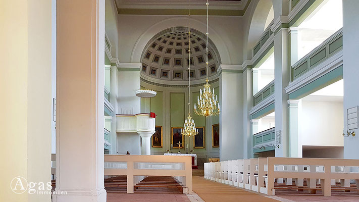 Immobilienmakler Straupitz - Kirchenhauptschiff der Karl Friedrich Schinkel Kirche