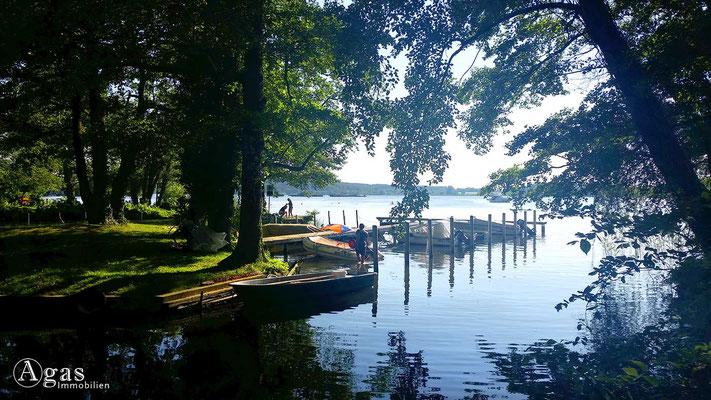 Immobilienmakler Marquardt-Potsdam - Badestelle mit Booten