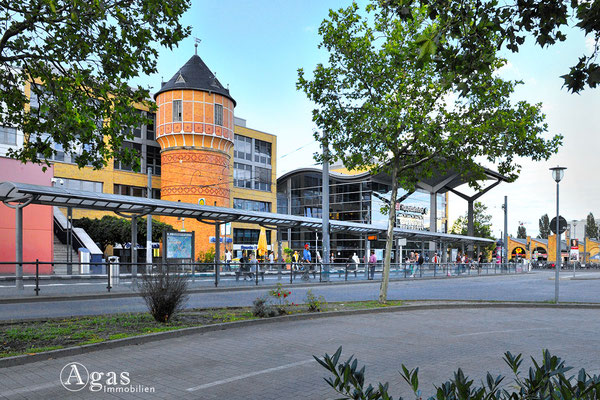 Potsdam Hauptbahnhof mit Café-Restaurant Wasserturm