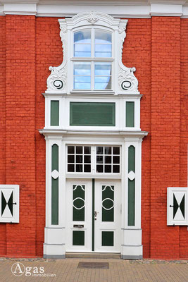 Eingangsportal eines Hauses im Holländischen Viertel