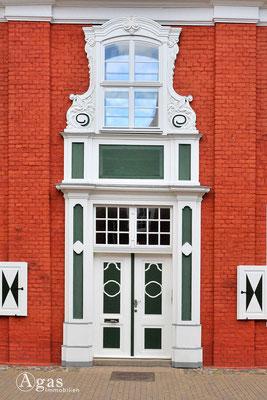 Immobilienmakler Potsdam - Eingangsportal eines Hauses im Holländischen Viertel