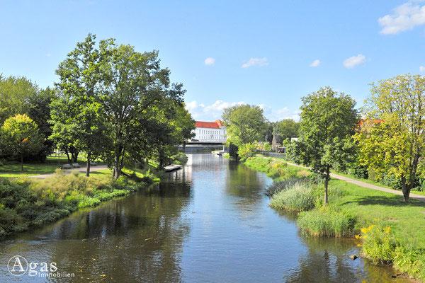 Blick vom Louise-Henriette-Steg über die Havel zum Schloss