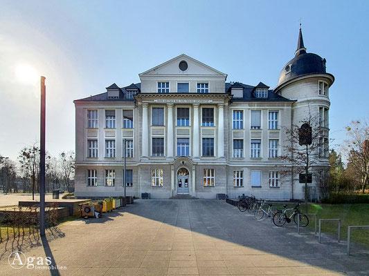 Immobilienmakler Berlin-Dahlem - Hahn-Meitner-Bau der Freien Universität