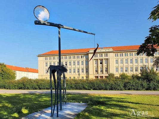 Immobilienmakler Eisenhüttenstadt - Skulptur, Zentraler Platz