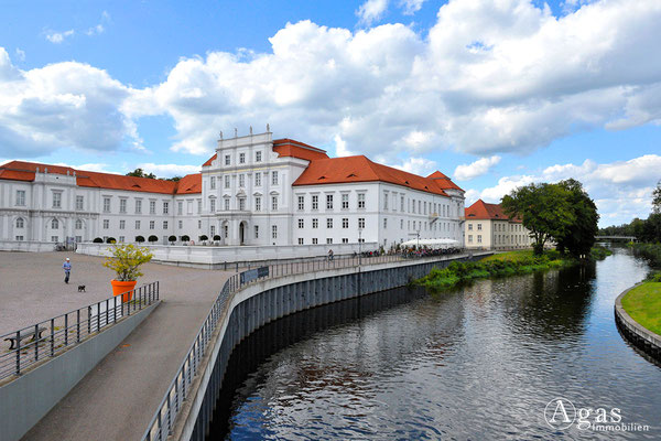 Immobilienmakler Oranienburg - Schloss Oranienburg mit Schlossrestaurant & Havelblick