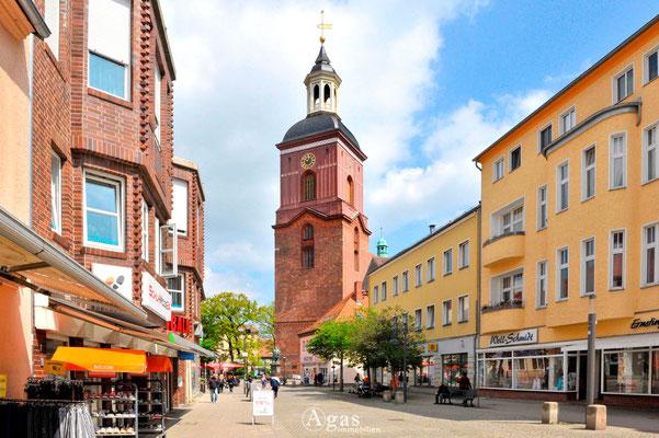 Berlin-Spandau - Carl-Schurz-Straße - Blick zur Ev. Kirche St. Nikolai (1)