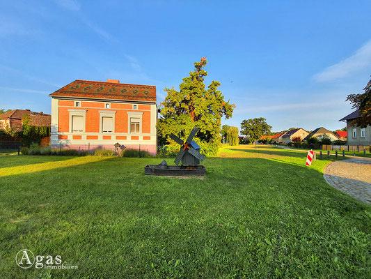 Immobilienmakler Bestensee - Impression mit historischem Windmühlenmodel
