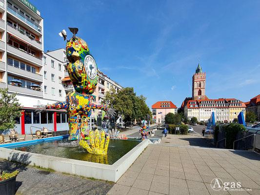 Immobilienmakler Frankfurt (Oder) - Comic-Brunnen und St-Marien-Kirche, Brunnenplatz