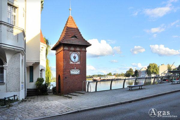 """Immobilienmakler Brandenburg (Havel) - Historischer """"Hauptpegel"""" auf dem Mühlendamm"""