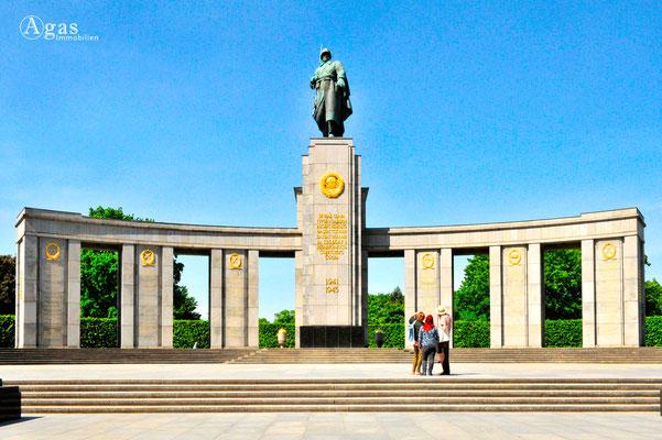 Berlin-Mitte-Tiergarten - Sowjetisches Ehrenmal an der Straße des 17. Juni