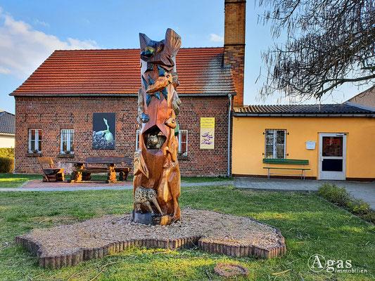 """Immobilienmakler Tauche - """"Die Tierwelt Australiens"""" von Steffen Böttger vor dem Ludwig Leichhardt Museum"""