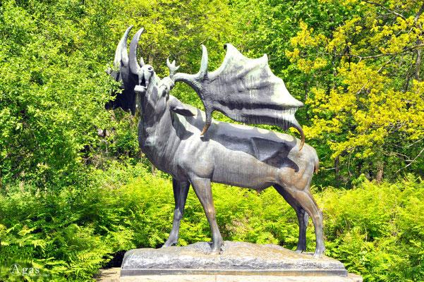 Berlin-Friedrichsfelde - Bronzetierskulptur im Tierpark