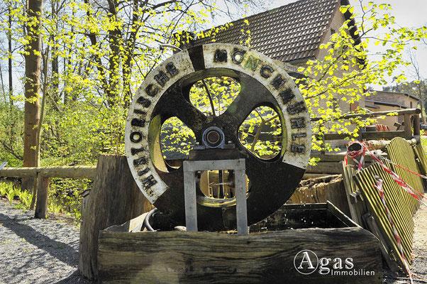 Mühlenbeck -  Kleines Mühlenrad in Mönchmühle mit Relieftext