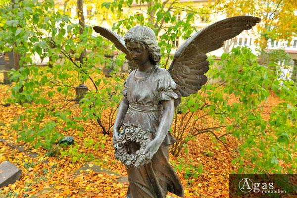 Klostergärten Berlin-Mitte - Historische Bronzefigur (Engel) im Klostergarten
