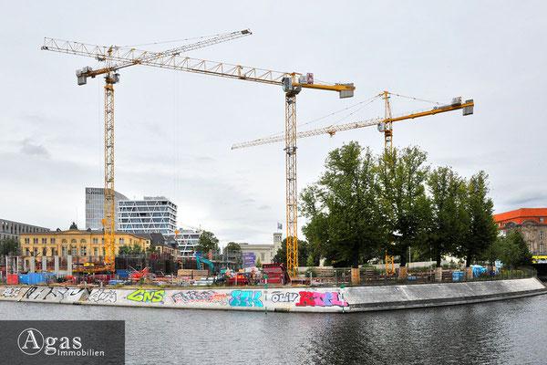 Humboldthafen Berlin - Blick vom Alexanderufer über den Hafen auf die Baustelle