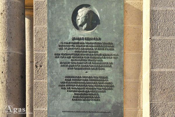 Berlin-Schöneberg - Gedenktafel am John-F.-Kennedy-Platz