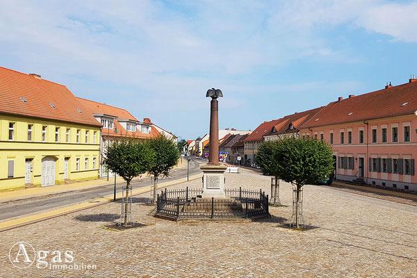 Immobilienmakler Liebenwalde - Platz vor dem Rathaus