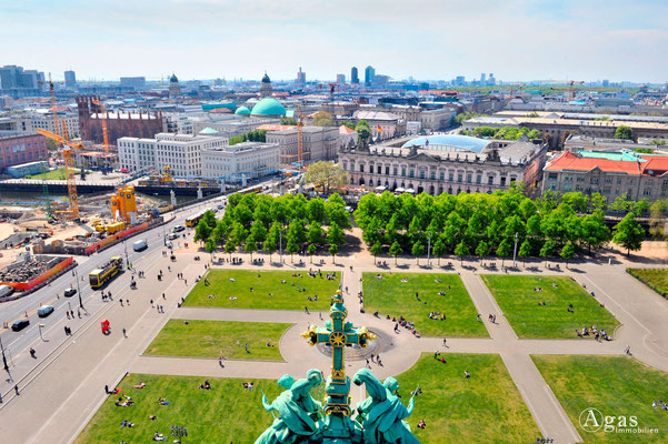 Immobilienmakler Berlin-Mitte, Blick auf den Lustgarten, Deutsches Historisches Museum Unter den Linden & Kuppel der St.-Hedwigs-Kathedrale
