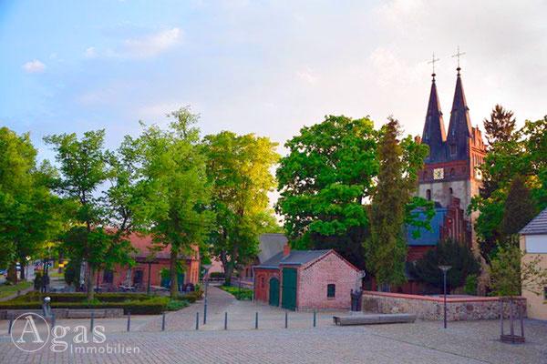 Alter Dorfkern mit der Evangelische St.-Annen-Kirche in Zepernick
