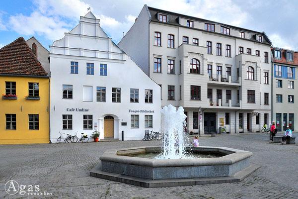 Immobilienmakler Brandenburg (Havel) - Altstädtischer Markt mit dem Haus der Fouqué-Bibliothek