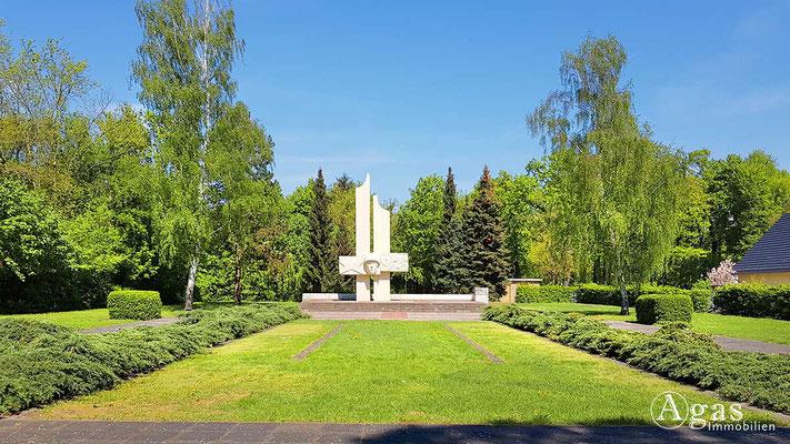 Makler Lübben - Sowjetisches Ehrenmal im Hain