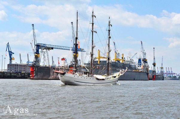 Immobilienmakler Hamburg - Dreimaster vor Dock 10 - Norderelbe