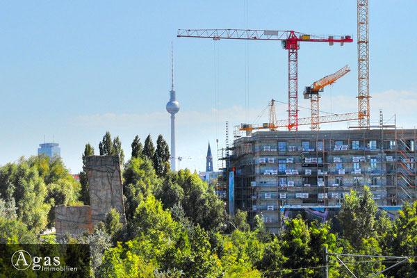 So Berlin - Am Mauerpark - Blick auf das Wohnprojekt & den Kletterturm Schwedter Nordwand des AlpinClub Berlin