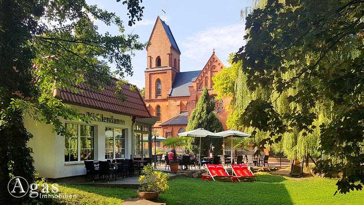 Immobilienmakler Eberswalde - Café & Restaurant Am Weidendamm und St. Peter und Paul Kirche