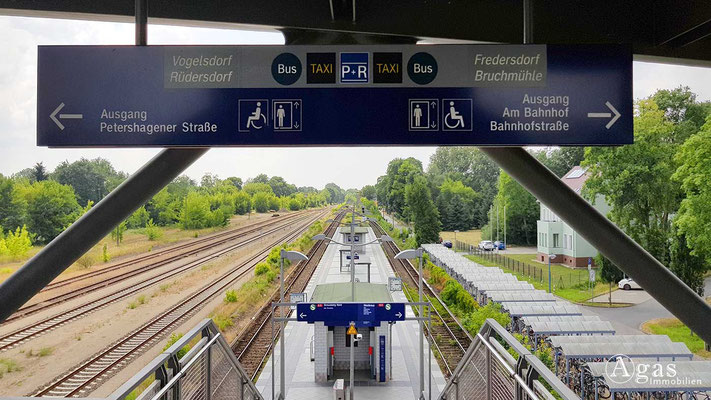 Fredersdorf-Vogelsdorf - Auf der Fußgängerbrücke am Bahnhof
