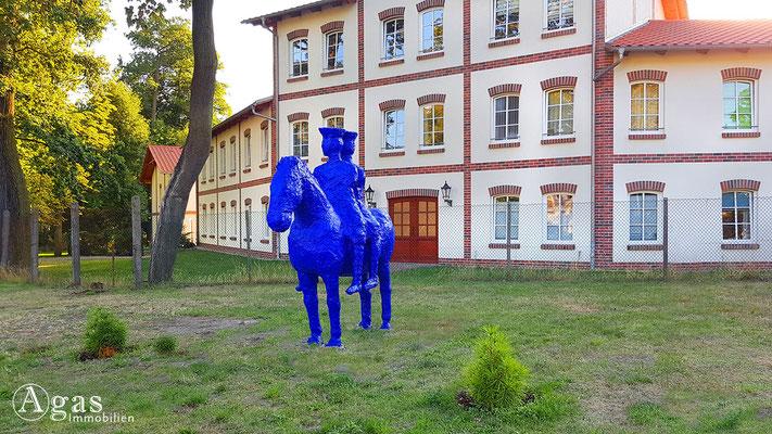 Immobilienmakler Hoppegarten - vor dem Rathausgelände in der Lindenallee