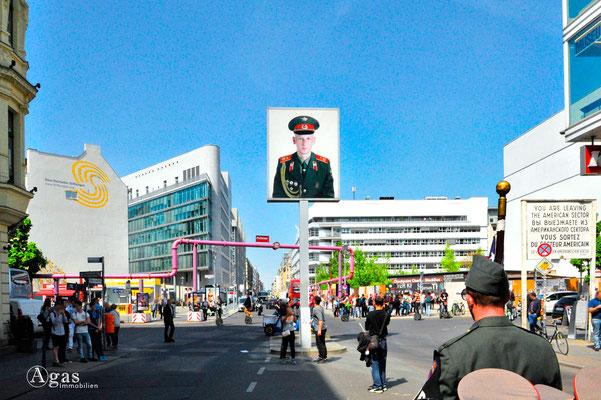 Berlin-Mitte-Kreuzberg, Checkpoint Charlie, Blick in den ehemal. Ostsektor