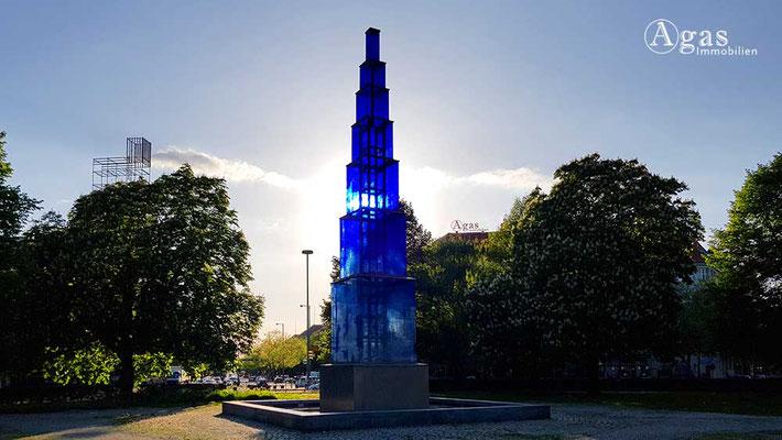 Berlin-Westend - Blauer Obelisk von Hella Santarossa