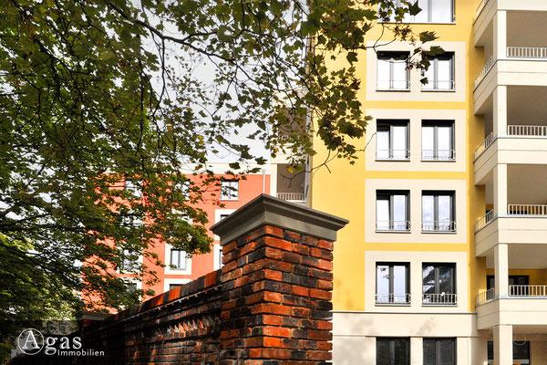 Mittenmang Berlin - Fertige Wohnungen & historische Backsteinmauer