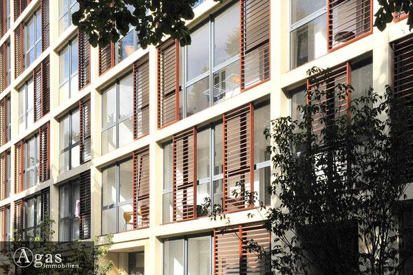 Aschaffenburger 23-24, Lichdurchflutete Fassadenfenster mit Wintergärten