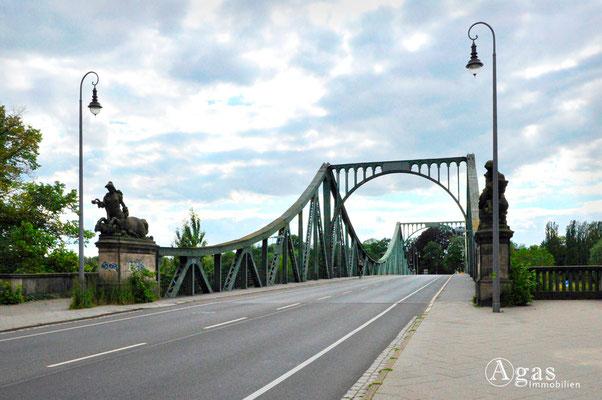 Berlin-Wannsee - Glienicker Brücke, berühmt durch den Agentenaustausch zwischen Ost und West vor 1989