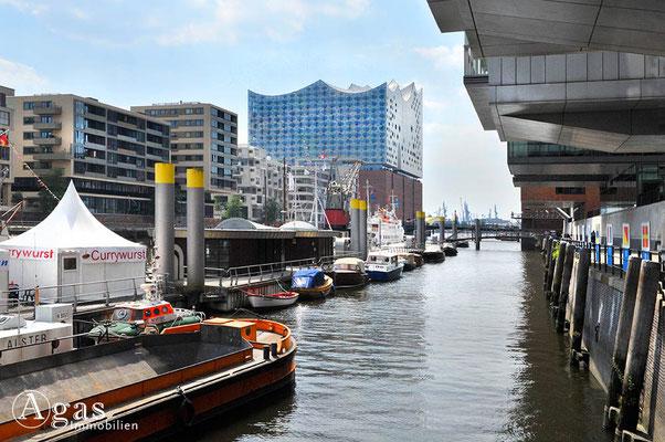 Hamburg - Sandtorhafen/Traditionsschiffhafen - Elbphilharmonie