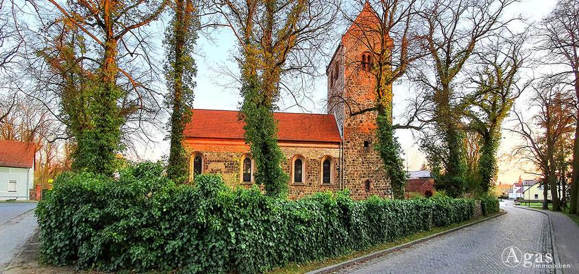 Immobilienmakler Neuenhagen - Feldsteinkirche mit der wertvollen Ave-Maria-Glocke aus dem 14. Jh