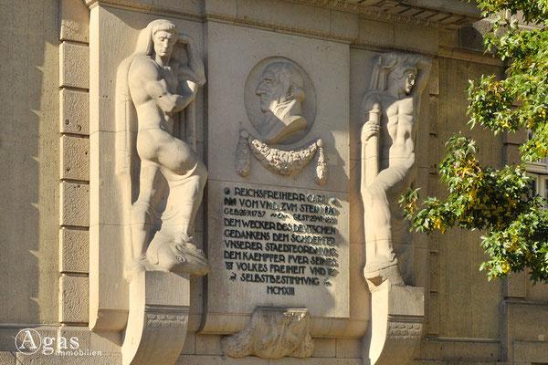 Berlin-Schöneberg - Gedenktafel am Rathaus für den Freiherrn Carl vom und zum Stein
