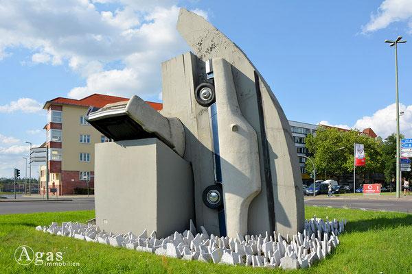 Skulptur von Wolf Vostell - 2 Beton Cadillacs auf dem Rathenauplatz