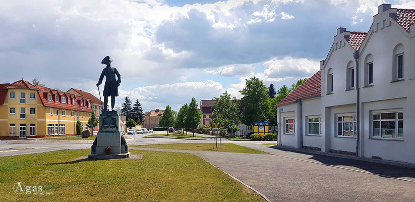Immobilienmakler Letschin - Denkmal König Friedrich II v. Preußen a.d. Friedrichstraße