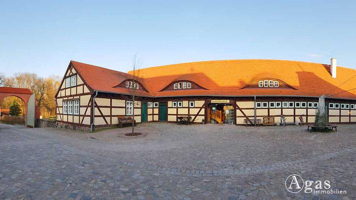 Makler Storkow - Die Bibliothek auf dem Burggelände