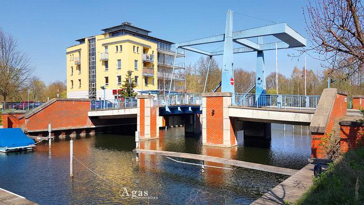 Immobilienmakler Nieder Neuendorf - Hebebrücke am Yachthafen