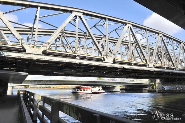 Berlin Alt-Treptow - Die Elsenbrücke über die Spree
