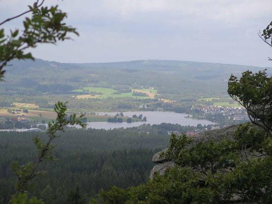 Zum Drei-Brüder-Felsen (Weißenstädter See vom Rudolfstein) 7.9.17