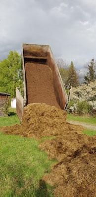 Am 29. April ist die Lieferung von Silage und Biofaser aus der Biogasanlage von Hallers Kreislaufwirtschaft in Markt Allhau gekommen.