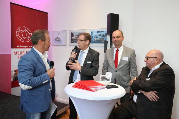 Wolgang Werner, Vorstandsmitglied der Viebrockhaus AG im Interview mit Moderator Till Demtroeder