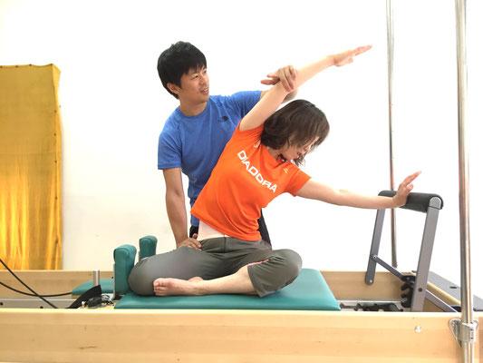 肩こり、股関節の固さに